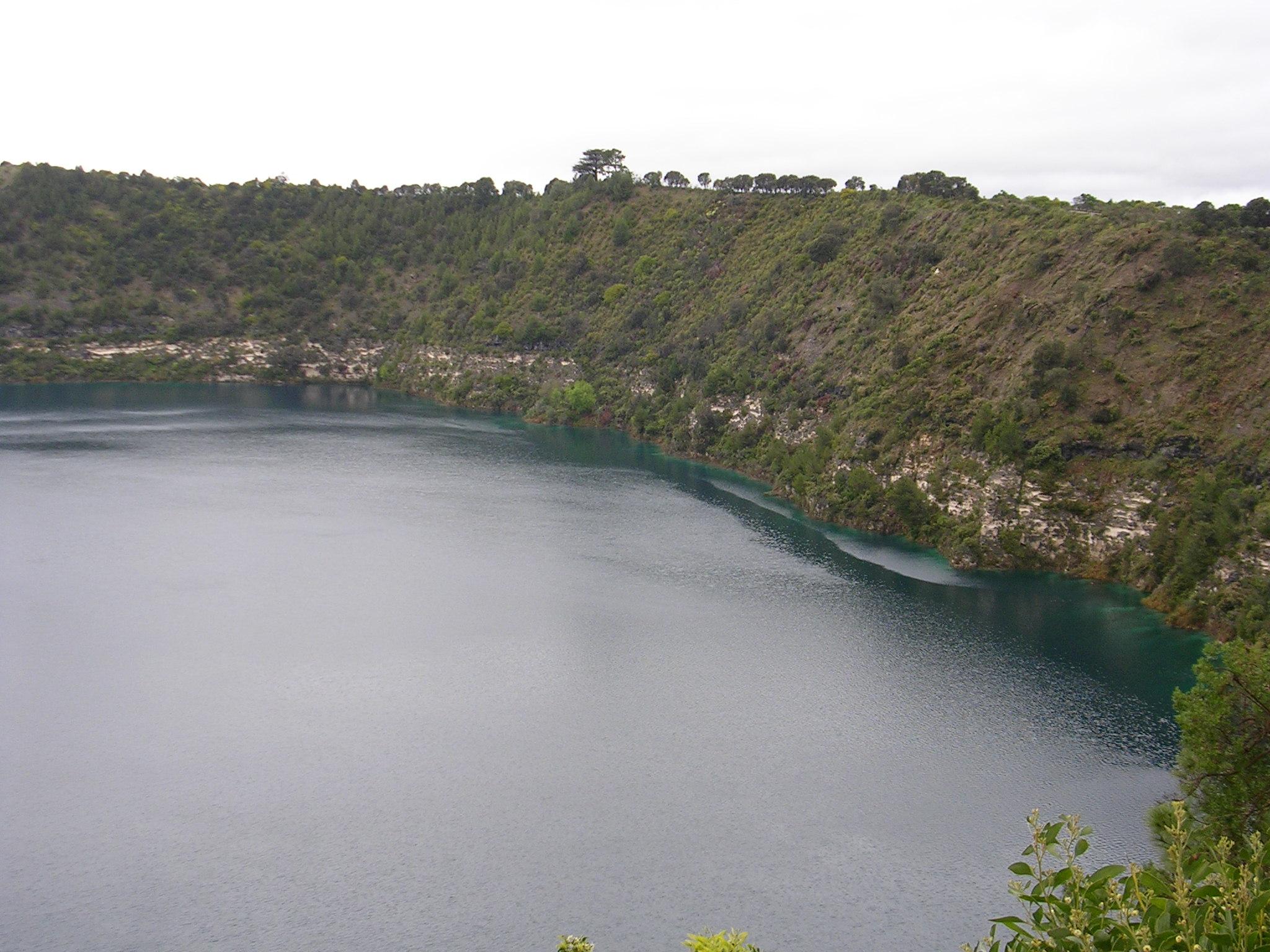 Danau Monoun