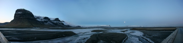 Lómagnúpur and the Skeiðarársandur with outlet glacier Skeiðarárjökull in the background