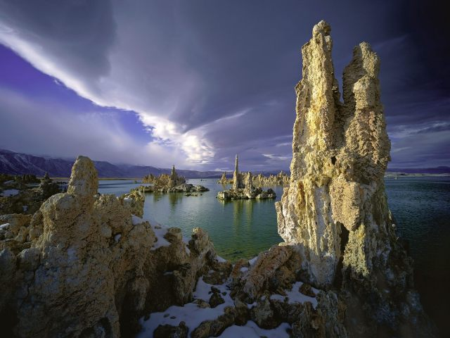 Mono Lake, from Wikimedia Commons.
