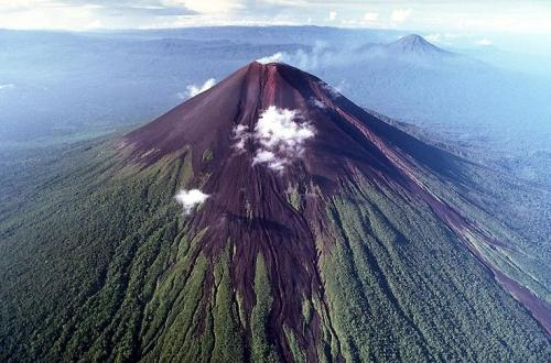 Fig. 4  The 2334 m high Ulawun stratovolcano, Papau New Guinea (listspress)