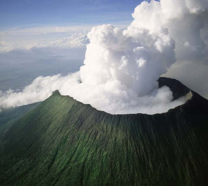 http://images.wordlesstech.com/wp-content/uploads/2011/04/nyiragongo-volcano.jpg