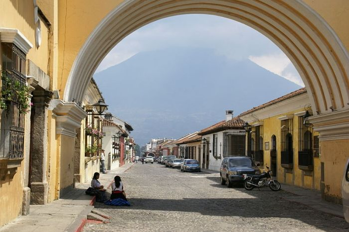 Wikimedia commons, Arco Antigua in Guatemala.
