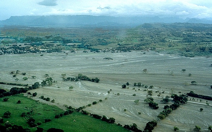 Aftermath of the 1985 Armero Lahar ( Image Wikimedia Commons.)