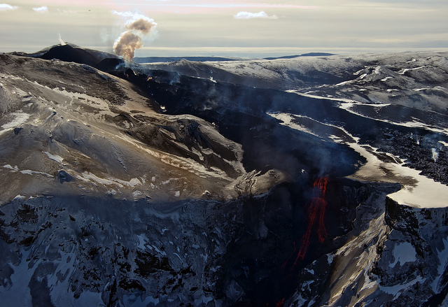 Photograph by Eggert Norddahl under exclusive agreement to Volcano Café. Eyjafjallajökull eruption 2010.