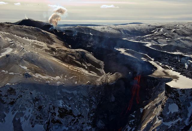 Photograph by Eggert Norddahl under exclusive agreement to Volcano Café. Eyjafjallajökull eruption 2010.