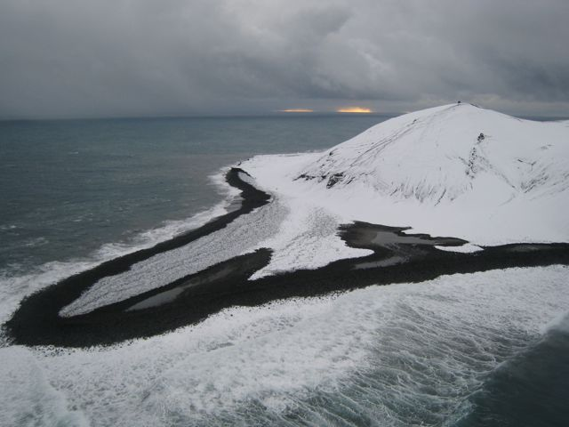 Image from Wikimedia Commons. Surtseys northern tip in 2009.