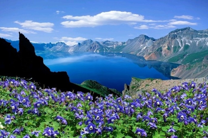 It is easy to understand why the crater lake is called Lake of the Heavens...