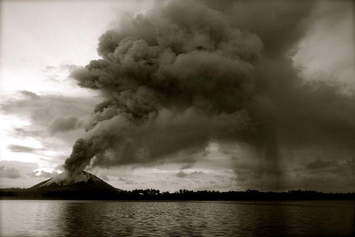 Eruption at Mount Tarvurvur in the Rabaul Caldera.