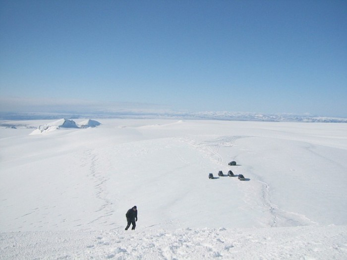 Photograph of Sidujökull, Geirvörtur to the left and Kerlingarfjöll at far right. Image taken by Aggi och Kristrun. Their photographs can be found at http://agnarben.fotki.com/jeppaferdir/ferir_ri_2006/vatnajkull/img_6020.html?cmd=links_to_photo&pid=ffkrbrqbrgssfw