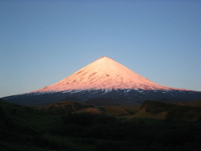 Kliuchevskoi, the perfect volcano. Photo by Tamten (Wikimedia Commons)