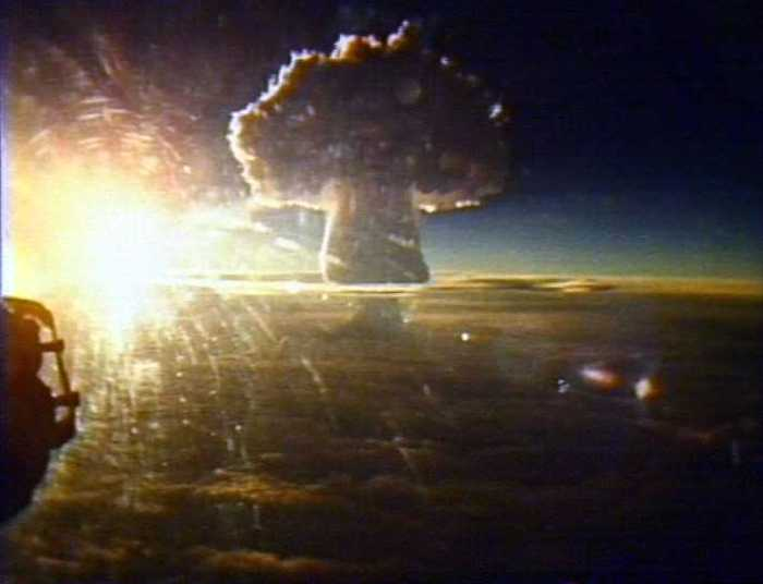 At this point the mushroom cloud of the Tzar Bomba had reached an altitude of 56 kilometers. The narrow area of the base is where the 10 kilometers of fireball detonated.