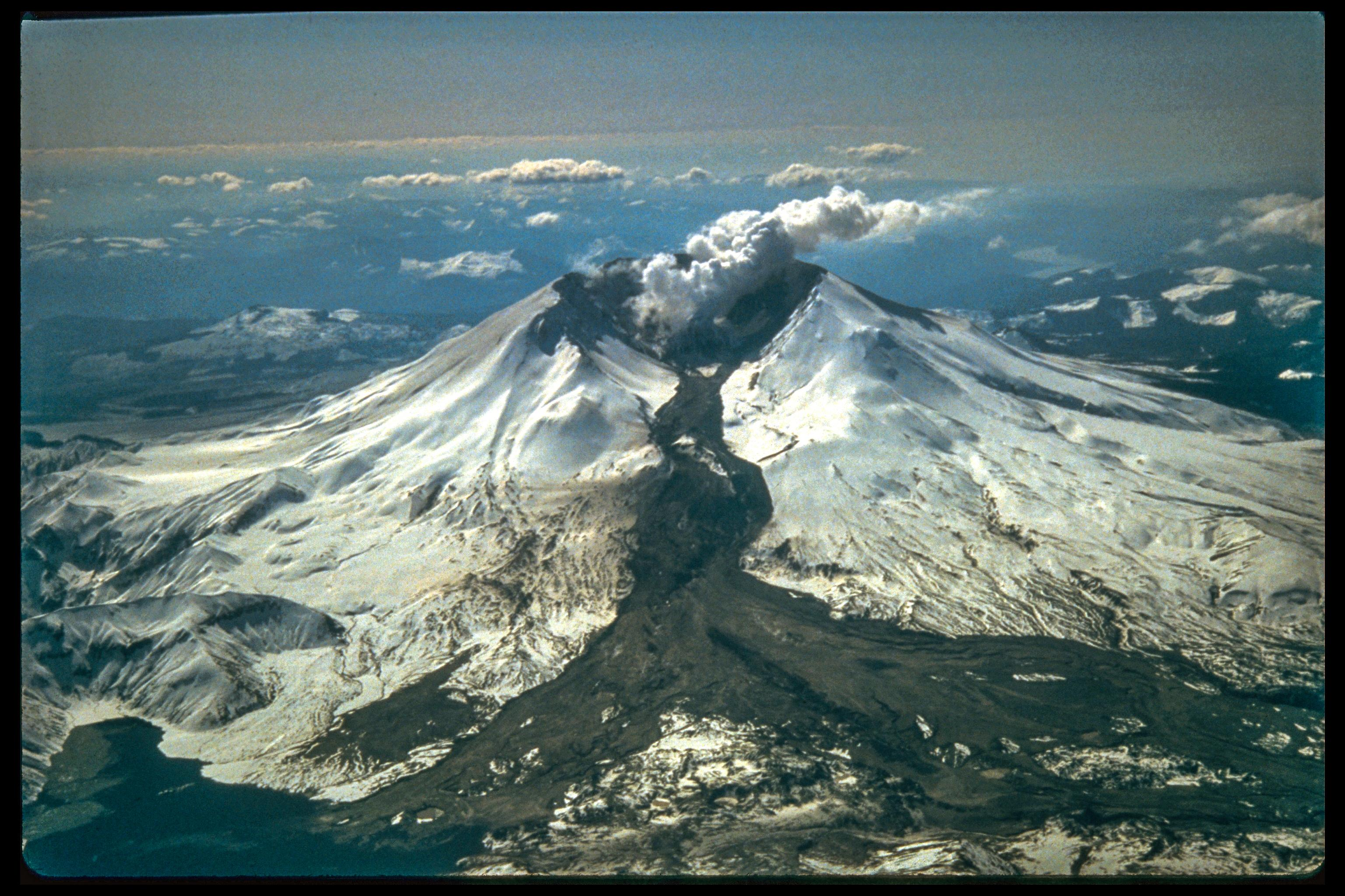 mount st helens Several small earthquakes shook an area east of mount st helens late tuesday  evening and early wednesday morning according to the.