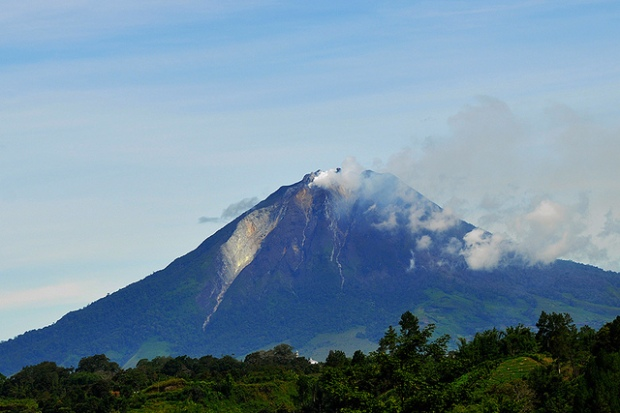 Mount Sinabung from Simpang Empat, North Sumatra. Image by Drriss & Marrionn via Flickr.