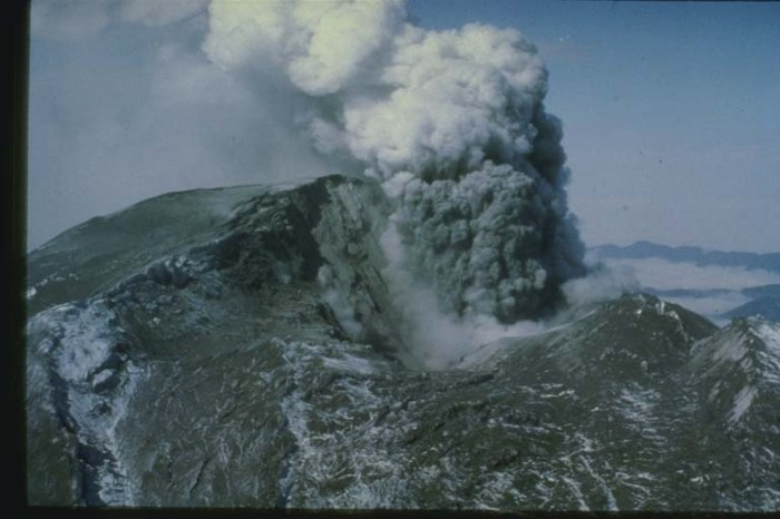 Flank Collapse from Mt. St. Helens - Popocatepetl has 3 instances of this, on a significantly larger scale than what was seen here. National Oceanic and Atmospheric Administration (D. Wellman).