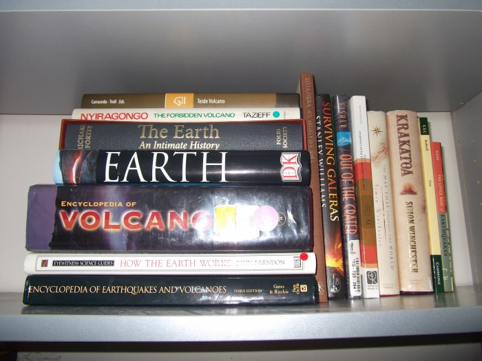 My modest geological library... I also have a decent collection of Spanish history, Russian literature, art, backgammon,science fiction and other interesting tomes... Lizzie doesn't mind too much :)