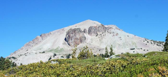 Fig 4. Diamond Peak, a dacitic satellite cone of Mount Tehama. (vibadirect.com)