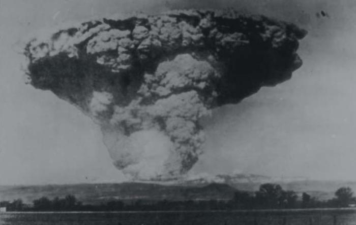 Fig 7. This view of the climactic eruption of May 22nd, 1915, was taken from Anderson, California, more than 33 km (20 miles) from the volcano. (smate.wwu.edu)