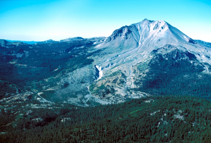 Fig 5. Lassen Peak showing the cirque gouged out by the period of glaciation from 25 to 18 kA. It also shows the area devastated by lahars and the 1915 major eruption. (Wikimedia Commons)