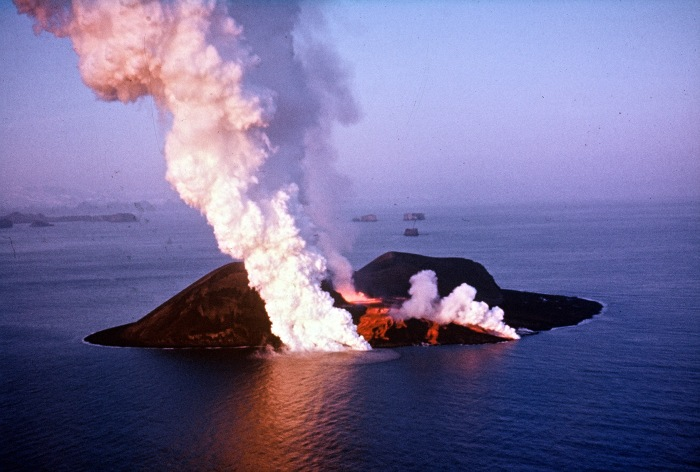 Classic aeiral image of the birth of Surtsey.