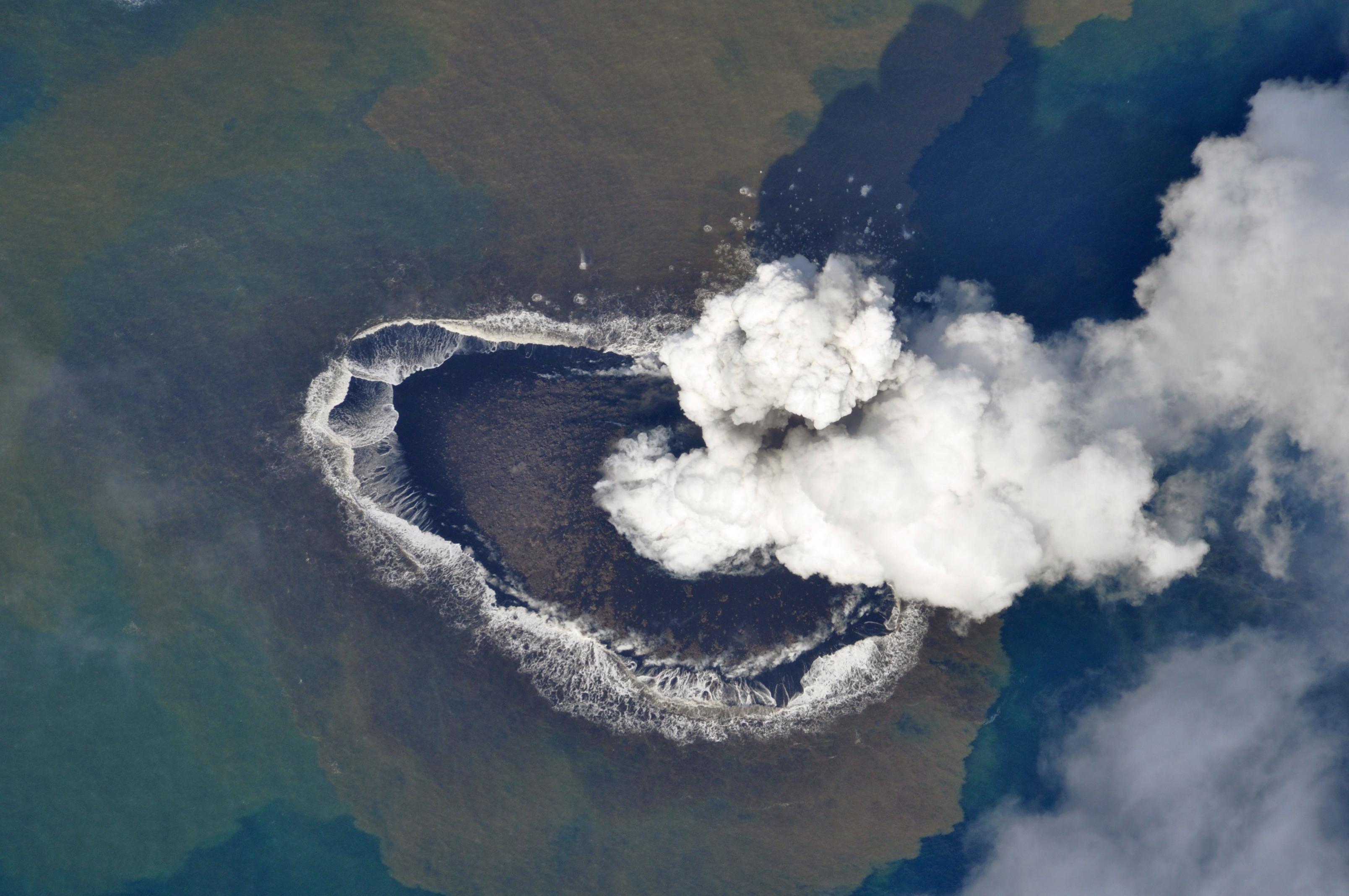 underwater volcano pictures - HD1200×797