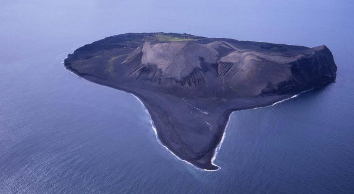 Current aerial view of Surtsey.