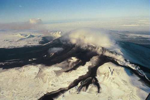 Right at the end of the eruption in 2000. One can clearly see that the eruption has taken place along a rift and not through just a central vent. Photograph from Institute of Earth Sciences, University of Iceland.