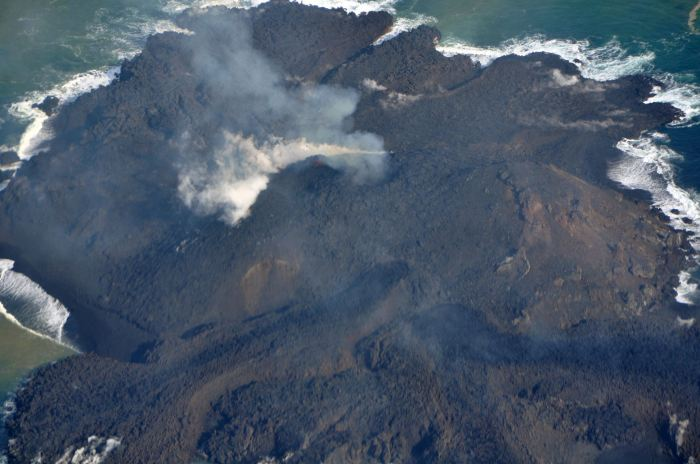 The actively erupting Nijima on the Nishinoshima Seamount. Thank you Sherine for finding this image.