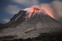 Lava Dome of Soufrière Hills volcano (Montserrat) at Night, Jan. 28 2010 (Photo: Richard Roscoe)