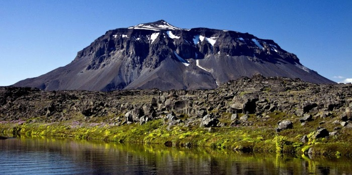 Herdubreid is one of the most beautifull volcanoes on earth. Even though it is said to not have erupted after glaciation the small tuff cone on top begs to differ.