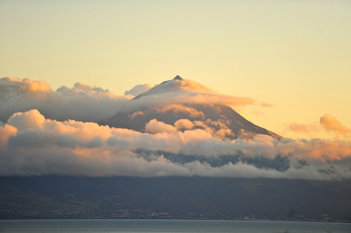 Mount Pico or Ponta de Pico. Photo by Marco Derksen (CC-NC).