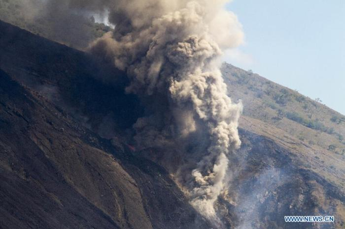 The eruption at Pacaya in Guatemala. Photograph from news.cn.