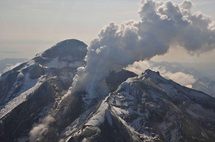 http://en.wikipedia.org/wiki/Mount_Redoubt
