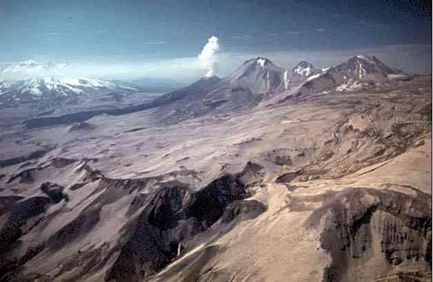 http://plate-tectonic.narod.ru/volcanoam9photoalbum.html