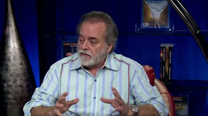 Steve Quayle. The image is from disclose TV and the show True Legends with Steve Quayle. It is used under European Common Law as fair usage by a non-profit organisation.