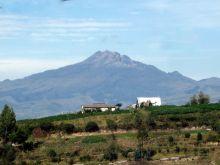 Volcano Chiles, photo by Bernardo Andrade Tapia (Wikimedia commons).