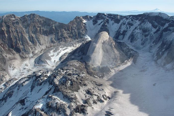 Dome of Mount Saint Helens 2005. Image Wikimedia Commons.