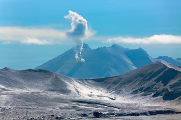 Fumaroles on the north flank of Mount Chiginagak Photo courtesy Robert Dreeszen, March 28, 2014,  http://www.avo.alaska.edu/images/image.php?id=58161