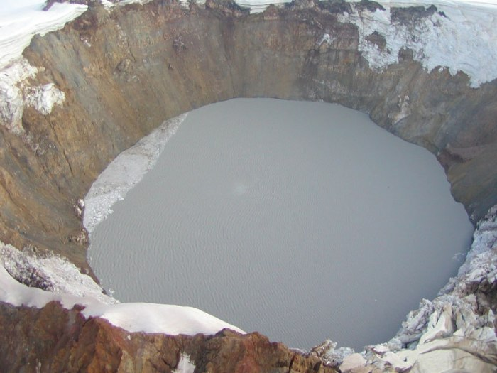 Photo of Chiginagak crater lake after emptying.  Thermal hot spot is visible in the lake at the 1030 position about one third the distance from the center of the lake. Image – photo courtesy Janet Schaefer, AVO / AK Division of Geologic & Geophysical Surveys, August 20, 2005   http://www.avo.alaska.edu/images/image.php?id=3289