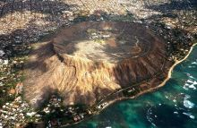 Diamond Head. Image by ProveIt (Wikipedia, CC-BY-SA).