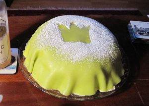 Prinsesstårta, a traditional Swedish cake filled with a.o. whipped cream, custard and jam, and covered with green marzipan (Wikimedia Commons).