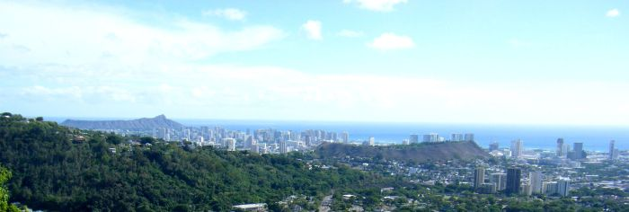 For reference, Diamond Head is on the left in the far background, Punchbowl Crater is center right with the foothills of the Koolau Mountain Range in the foreground on the left. Image by Travis.Thurston (Wikimedia Commons, CC-BY-SA).