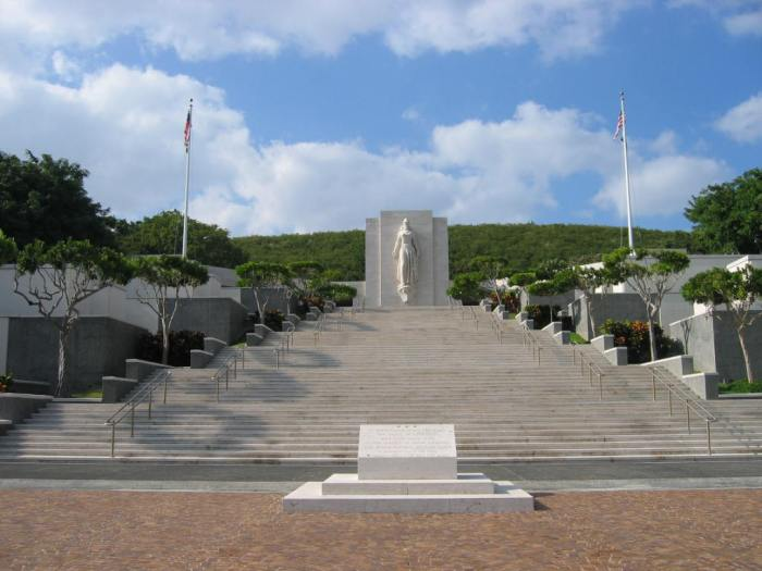 National Memorial Cemetery of the Pacific, Honolulu, Hawai'i. Image by Jiang (Wikipedia, Public domain).