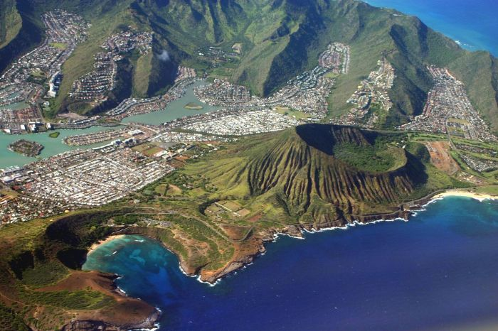 Koko Crater, Hanauma Bay and Hawaii Kai. Image from Wikipedia (by Mbz1, CC-BY-SA-2.5).
