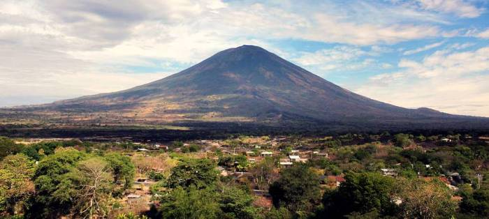 Chaparrastique volcano.    Photo: Gump Stump, Wikimedia Commons