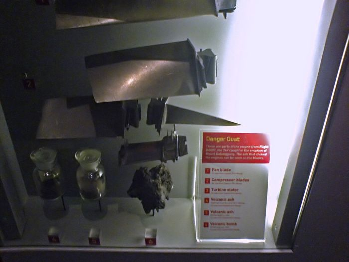 ritish-Airways-Flight-9 turbine and compressor blades (Image by NOVA13, Wikipedia, CC-BY-SA 3.0)