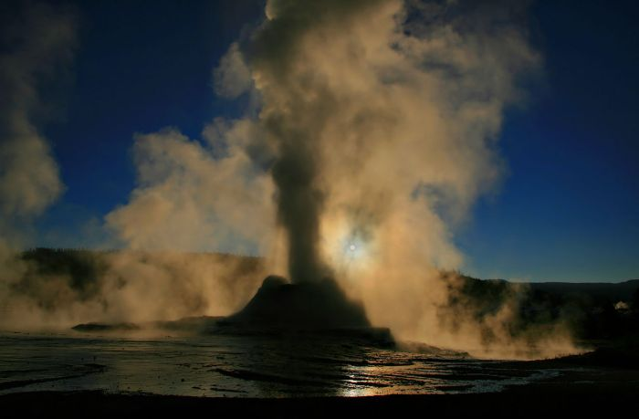 Steaing Geyser, Image Wikimedia Commons