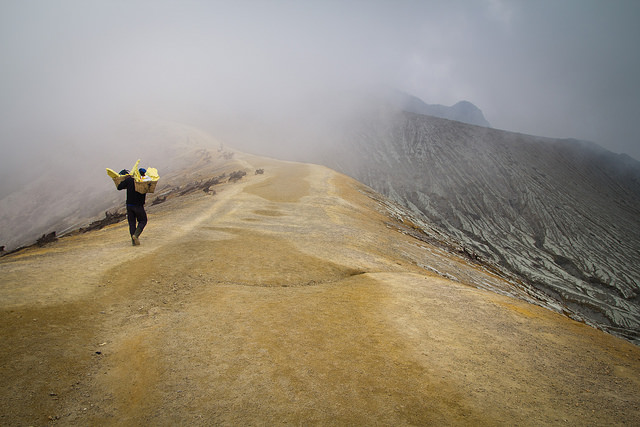 Sulfur harvest, Ijen. Image by alice in wonderland (Flickr) taken on June 2, 2014.