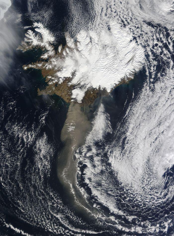 2010 ash plume from Eyjafjallajökull volcano (NASA)