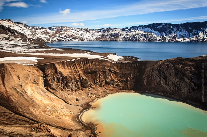 Askja with the caldera lake in the background and the Viti crater lake in the forefront. Photograph by Stephen Desrochés.
