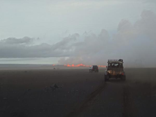 Such cars fooled us. Seen by daylight in front of the new fissure eruption. Credit Uni Iceland via Twitter.